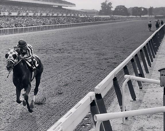 http://www.secretariat.com/wp-content/uploads/2010/05/Belmont_-Stakes_-31-lengths_photo1.jpg